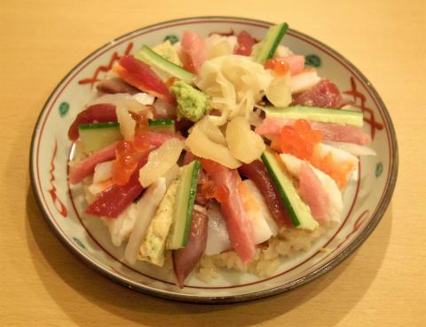 神奈川県横浜市中区元町2丁目にある寿司店「海鮮おすし ふじまつ 元町店」ばらちらし