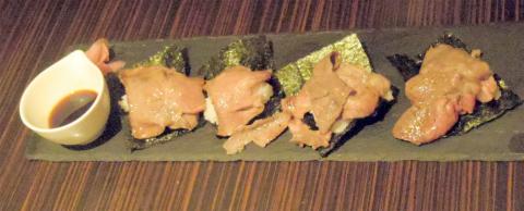 神奈川県横浜市中区山下町にあるお好み焼き、鉄板焼の「ひじてつ HIJITTU 横浜元町店」肉寿司