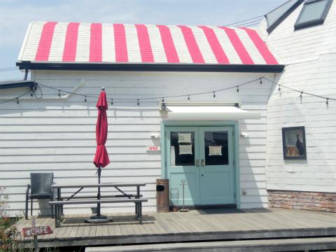 千葉県印西市草深にあるカフェ「マリーチサーカスカフェ marichi circuscafe」外観