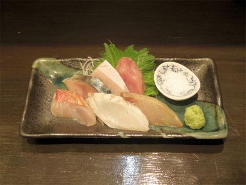 東京都台東区台東4丁目にある「魚旬」おまかせお刺身盛り合わせ