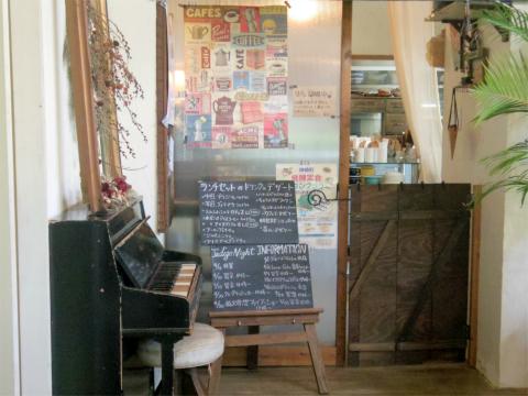 千葉県香取郡神崎町立野にあるカフェ「くすくす笑店 Cafe&Deli Indigo Coffee」店内