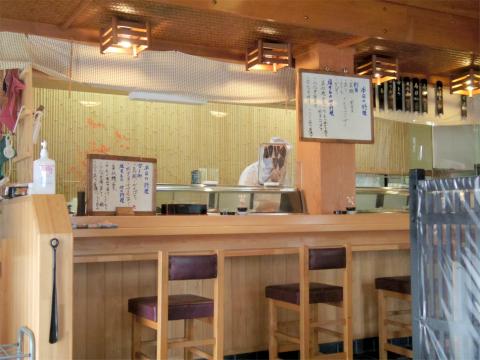 埼玉県草加市栄町3丁目にある寿司、割烹、うなぎの「栄」店内