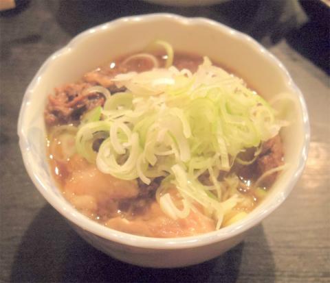 神奈川県横浜市西区戸部本町にある串揚げ、串かつの「二度と来るよ」牛すじ煮込み