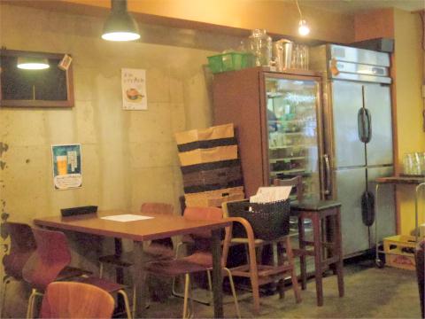 神奈川県横浜市戸塚区川上町にある「イタリアン酒場bon」店内