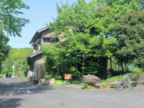 千葉県成田市松崎にあるカフェ「木のぬくもりカフェ丘の上珈琲」外観