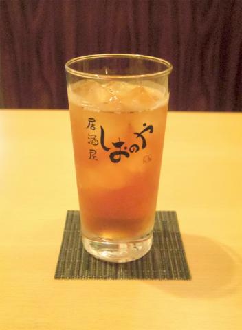東京都台東区台東3丁目にある「居酒屋 しおのや」ウーロン茶