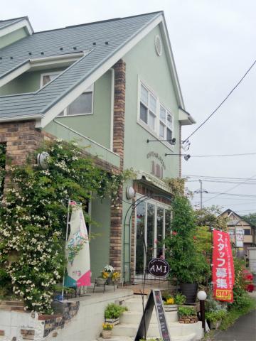茨城県龍ケ崎市松ケ丘1丁目にある「CAFE GARDEN AMI カフェガーデン アミ」外観