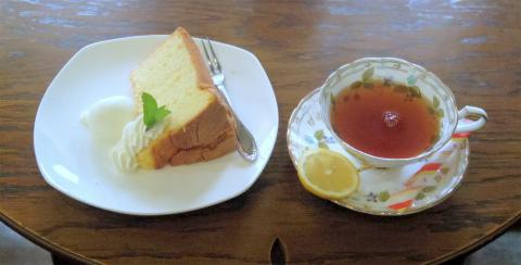 千葉県印西市草深にあるカフェ「CAFE NOAH カフェノア」シフォンケーキとホットレモンティー