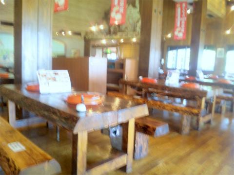 埼玉県日高市下大谷沢にある「レストランサイボク」店内