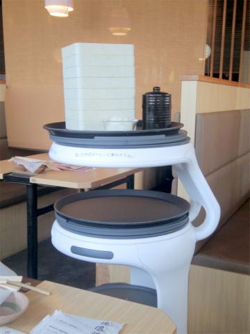 千葉県富里市七栄にある「しゃぶしゃぶ温野菜 富里店」自動配膳ロボット
