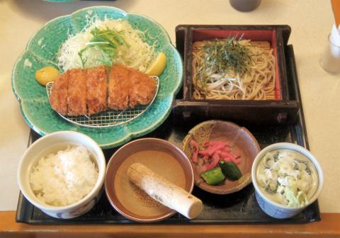 茨城県ひたちなか市馬渡下海道にあるファミリーレストラン「すぎのや本陣 ひたちなか海浜公園前店」とんかつ定食、麺セット