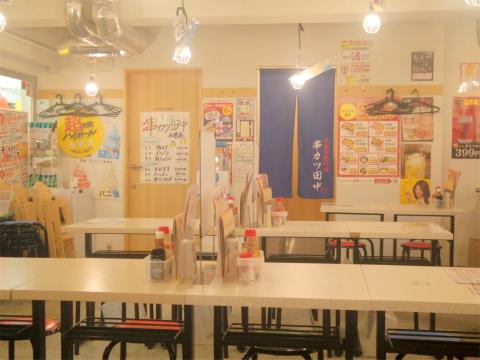 東京都板橋区成増1丁目にある「串カツ田中 成増店」店内
