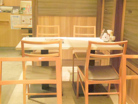 神奈川県横浜市戸塚区品濃町にあるとろろ専門店「大豆ととろろ とろ麦 西武東戸塚店」店内