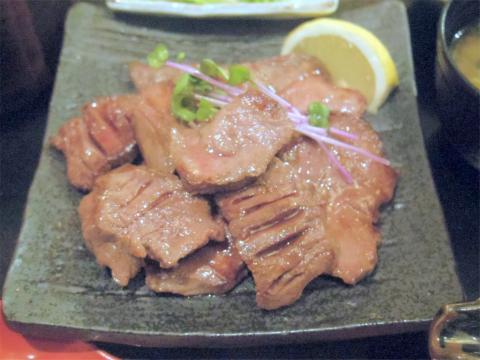 神奈川県横浜市戸塚区品濃町にあるとろろ専門店「大豆ととろろ とろ麦 西武東戸塚店」だしとろろで食べる塩焼き牛タン 牛タン倍盛り