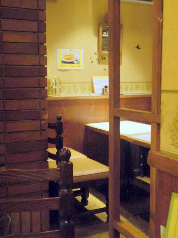 神奈川県横浜市神奈川区子安通3丁目にあるカフェ「Cafe Yamaguchi 喫茶やまぐち」店内