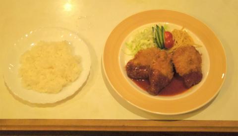 神奈川県横浜市神奈川区子安通3丁目にあるカフェ「Cafe Yamaguchi 喫茶やまぐち」ランチ(ヒレカツ)