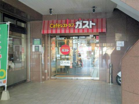 神奈川県横浜市戸塚区品濃町にあるファミリーレストラン「GUSTO ガスト 東戸塚店」外観
