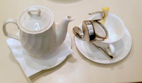 神奈川県横浜市西区北幸1丁目にある「喫茶室ルノアール 横浜西口北幸店」ホットレモンティー