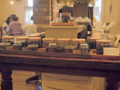 茨城県ひたちなか市馬渡にある焼き立てスコーンとコンフィチュール、紅茶の「La Table De Izumi ラ・ターブル・ドゥ・イズミ」店内