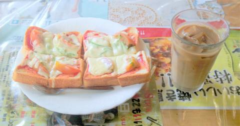 茨城県笠間市東平1丁目にある喫茶店「ファミレス ふれんず」ピザトースト2枚とアイスカフェオーレ