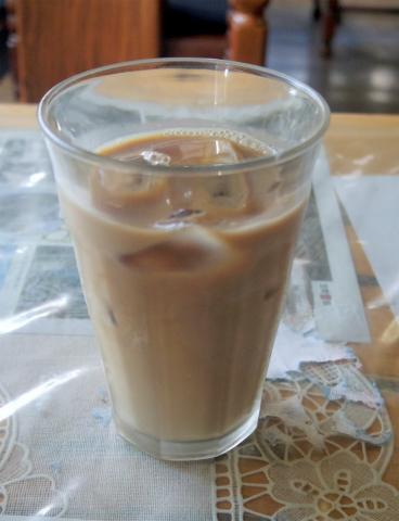 茨城県笠間市東平1丁目にある喫茶店「ファミレス ふれんず」アイスカフェオーレ