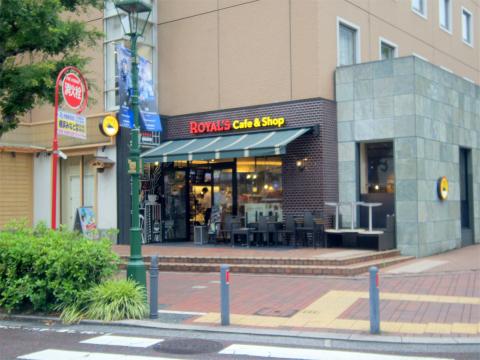 神奈川県横浜市中区住吉町5丁目にあるカフェ「ROYAL's Cafe&Shop ロイヤルズカフェ」外観