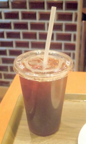 神奈川県横浜市中区住吉町5丁目にあるカフェ「ROYAL's Cafe&Shop ロイヤルズカフェ」アイスティー(Lサイズ)