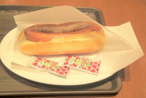 神奈川県横浜市中区住吉町5丁目にあるカフェ「ROYAL's Cafe&Shop ロイヤルズカフェ」プレーンホットドック