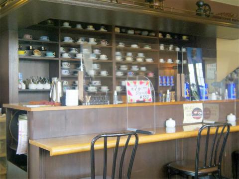 埼玉県所沢市狭山ケ丘1丁目にある喫茶店「COFFEE SHOP ポルシェ」店内