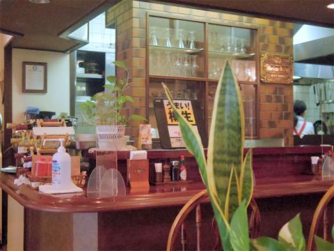 千葉県野田市鶴奉にある洋食店「鉄板焼ステーキレストラン グルメ」店内