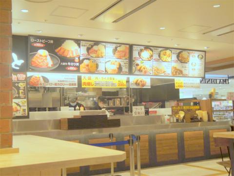 東京都練馬区光が丘5丁目にある牛丼店「肉丼 やまと 光が丘IMA店」店内