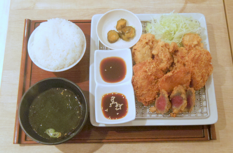 東京都練馬区光が丘5丁目にある牛丼店「肉丼 やまと 光が丘IMA店」ミックスフライ定食大盛