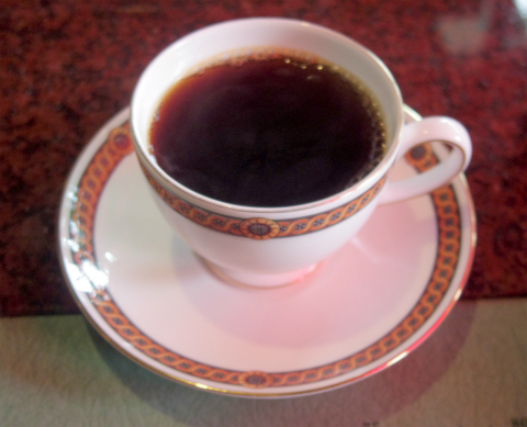 茨城県笠間市大田町にある「Cafe JR.Bonner カフェ ジュニアボナー」コーヒー(ケニア)と手作りレアチーズケーキ