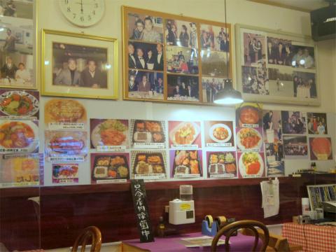 千葉県印旛郡酒々井町東酒々井1丁目にある洋食店「キッチン 門馬」店内