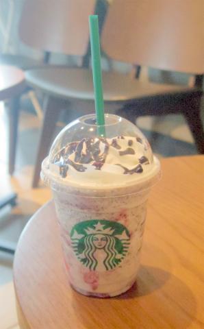千葉県野田市桜の里2丁目にあるカフェ「STARBUCKS COFFEE スターバックスコーヒー 野田桜の里店」スターバックス ストロベリー フラペチーノ