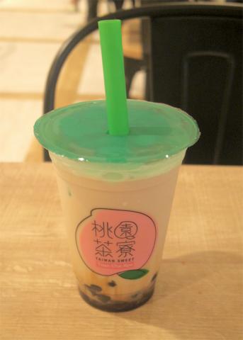 東京都練馬区光が丘5丁目にあるカフェ「TAIWAN SWEET & CAFE-DINING 桃園茶寮 光が丘IMA店」タピオカ入り黒糖タイガーミルクと鶏排