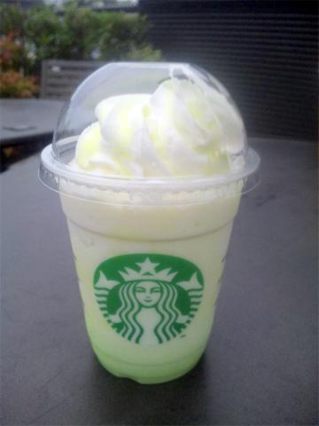 茨城県笠間市長兎路梶山久保にあるカフェ「Starbucks Coffee Tomobe Service Area (Inbound Line) スターバックスコーヒー 友部サービスエリア(上り線)店」茨城メロン いがっぺクリーミーフラペチーノ