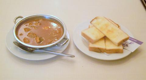 東京都台東区浅草1丁目にある「洋食 カツレツ リスボン」ビーフシチューとトースト