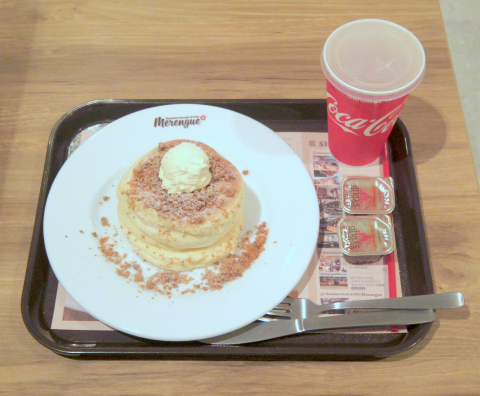 東京都練馬区光が丘5丁目にあるパンケーキ専門店「Hawaiian Pancake & Cafe Merengue ハワイアン パンケーキ&カフェ メレンゲ 光が丘IMA店」ホイップバターパンケーキとドリンクのセット