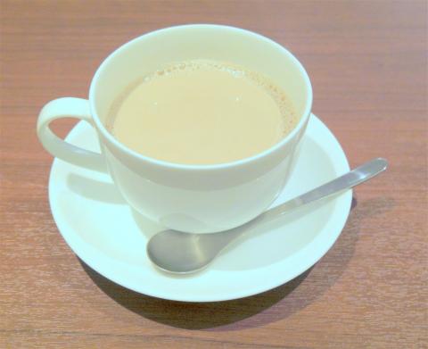 神奈川県横浜市西区北幸1丁目にある喫茶店「上島珈琲店 横浜北幸店」無糖ミルクコーヒー