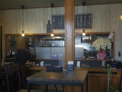 茨城県つくば市松代1丁目にある「Lemi レミーのハンバーグ食堂」店内