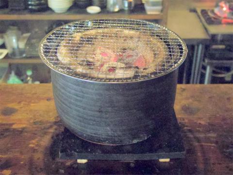 茨城県つくばみらい市陽光台1丁目にある焼肉、ホルモンの「モッツバー 高の家 みらい平店」七輪
