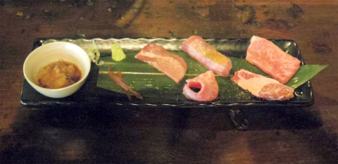 茨城県つくばみらい市陽光台1丁目にある焼肉、ホルモンの「モッツバー 高の家 みらい平店」牛赤身5種盛合せ(カルビ・牛タン・ハラミ・厚切り牛タン・和牛ササミ)