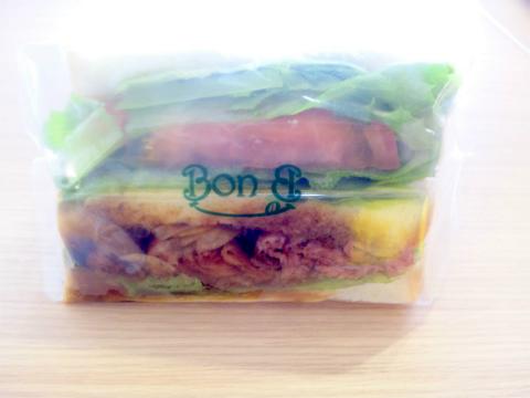 埼玉県越谷市平方にある「Bon Bon Terrasse Sandwitch&Cafe ボン ボン テラス サンドウィッチ&カフェ」こだわり惣菜サンドイッチ(ローストビーフ)