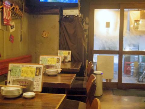 神奈川県川崎市中原区木月1丁目にある居酒屋「イザカヤミドリ」店内