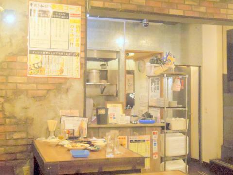 東京都台東区浅草橋1丁目にある居酒屋「大衆酒場 串焼き本舗」店内