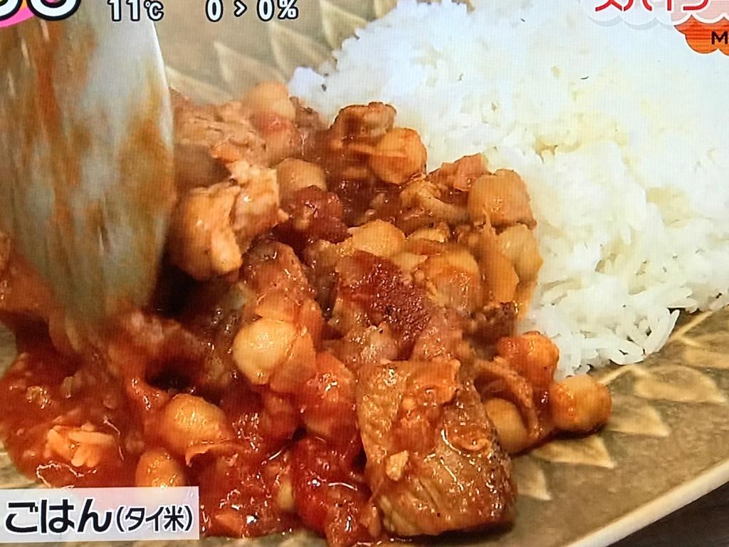 タイ米ごはんと共に盛り付ける
