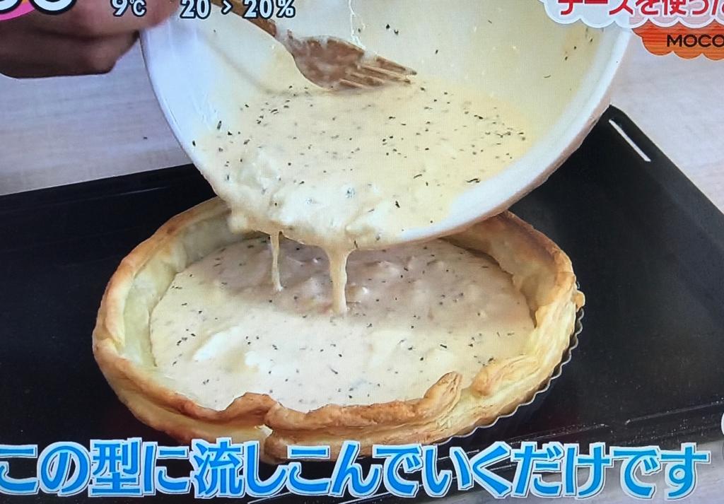 ①の中に流し、180度に予熱したオーブンに入れて、約20分焼き、仕上げにピンクペッパーをちらす