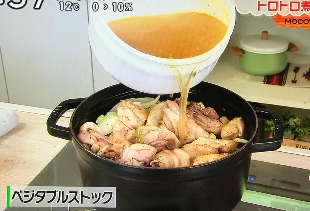 鶏肉とベーコンの旨みが出た油で野菜は炒める