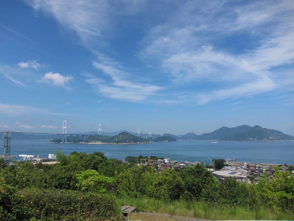 しまなみ海道の来島海峡サービスエリアからの来島海峡大橋